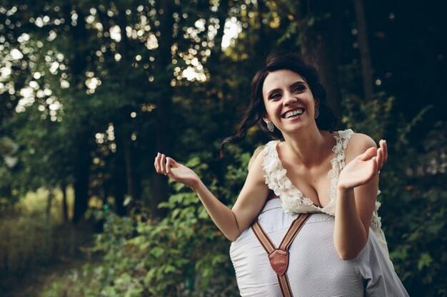 Hochzeit Fotoshooting. Verschiedene Ideen als Inspiration für dein Wedding- Fotoshooting: Fotoshooting / Hochzeitsfotos Outdoor, Wedding- Bilder im Wald, Fotos nach der Trauung© Hochzeitsfotograf Köln Fototipp