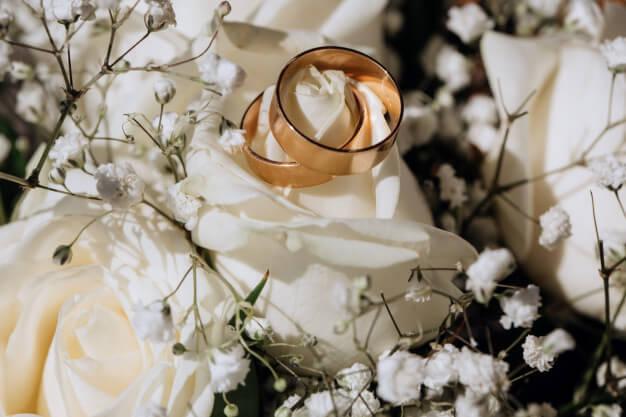 Hochzeitsfotos Ringe. Inspiration & Beispiele für fie Fotos Eurer Hochzeitsringe: Zauberhafte Eheringe / Wedding- Ringe, goldene Trauringe© Hochzeitsfotograf Köln Fototipp